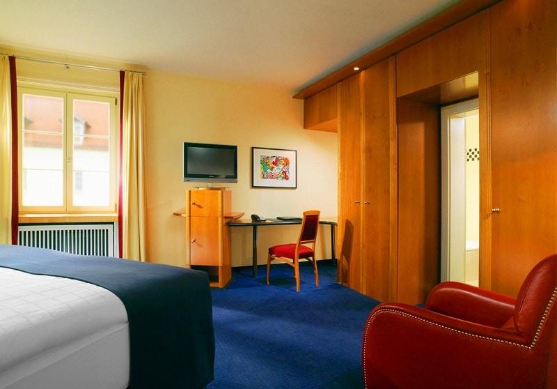 room2elephant