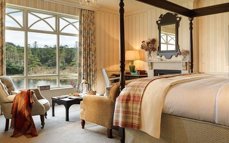 Ballynahinch Luxury Bedroom_1