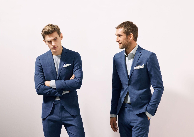 5dcec5d47c91 Ett exempel på en snygg kostym som är användbar i många sammanhang är denna  eleganta, klassiskt blåa kostym från Riley. Blazern liksom byxorna är i ...