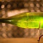 Dryckesskribenten och konnässören vill sudda bort snobbstämpeln kring vin- och champagnekunskap