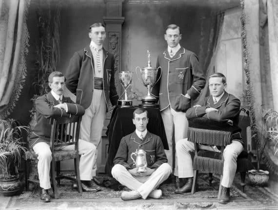 utmärkelser medaljer statyetter troféer