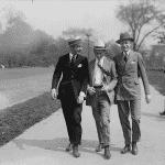 Gatuetikett från början av 1900-talet: Hur man går tillsammans med en aktad person