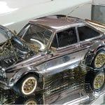 Idag börjar auktionen av en diamant- och guldbeklädd Ford Escort i miniatyrformat