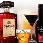 Drinkar på klassiska italienska Disaronno och Tia Maria