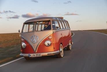 ikonen Volkswagen folkabussen blir eldriven