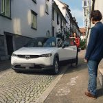 Mazda presenterar nya elbilen MX-30 virtuellt imorgon