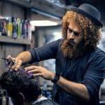 Välklippt hår och trimmat skägg hör till en gentleman