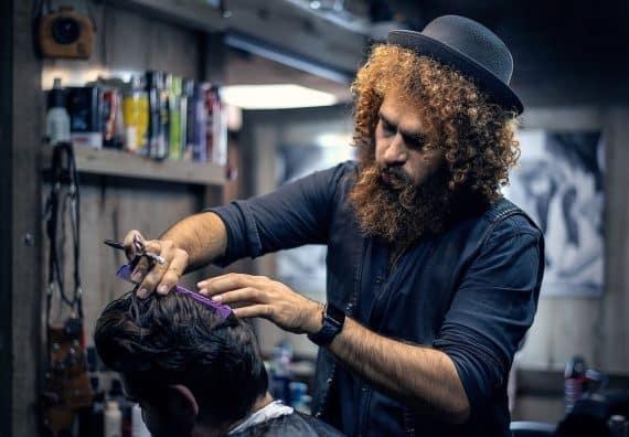 stiltips frisyr och skägg
