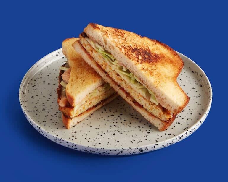 kreativa att göra en smörgås med kalles kaviar