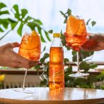 "Schweppes Spritz Mixer sätter ""spritz"" på drinken"