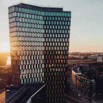 Sjöstaden Skybar lyser upp Stockholms silhuett