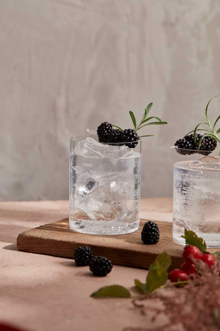 drink med björnbär gin